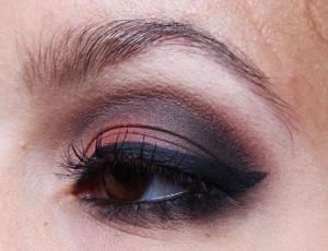 Maquiagem Marrom e Coral